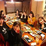 【悲報】佐々木琴子、伊藤かりんが隣にいない食事会で孤立してしまう(画像あり)